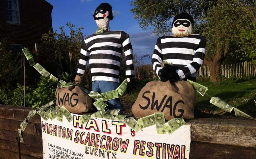 Wighton great train robber scarecrows